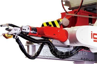 转向架柔性制造系统   在对高速列车转向架的柔性制造线进行设计时