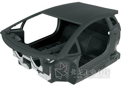 单壳体车身:采用了碳纤维强化材料技术