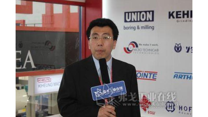 乐嘉文公司北京代表处机床设备部营业主任邹霆钧