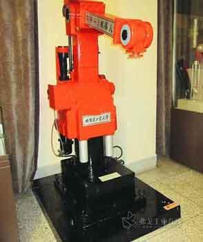 哈工大制造我国第一台弧焊机器人——华宇Ⅰ型