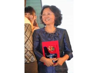 贺耐驰杨大中女士获得2001-2011最具影响力的企业精英人物奖