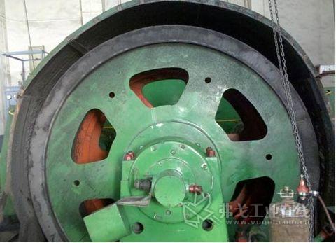 图3现场主导轮(摩擦轮)