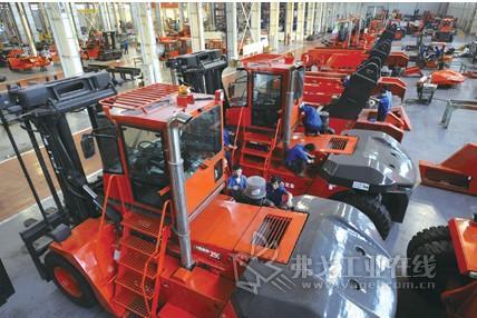 安徽合力研制成功世界最大内燃叉车