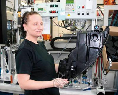 用于大众CC头灯的外壳部件作为一个含有5个组成部分的组装件被生产出来