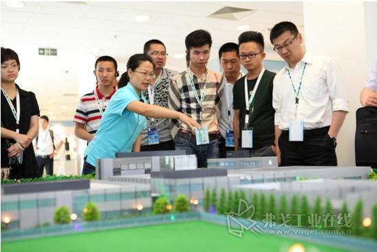 与会嘉宾参观菲尼克斯电气中国公司