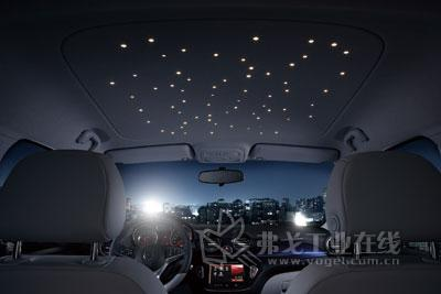 德国欧宝汽车公司成功开发了柔性印刷电路板技术,从而在车厢高清图片