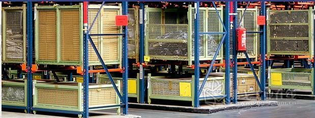 使用钢板制造的运输和堆垛周转箱
