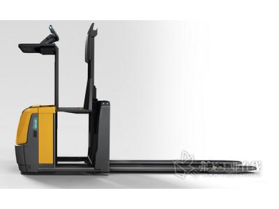 二层拣选更高效——永恒力ECE 225拣选叉车推出新型号