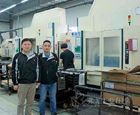 李骥,大陆汽车系统(常熟)有限公司工业工程机加工经理(左).