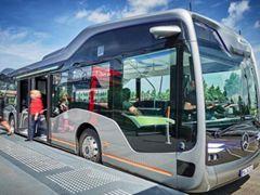 奔驰自动驾驶巴士完成路测,能躲行人、识别红绿灯