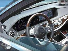 新款奔驰S级三辐方向盘设计