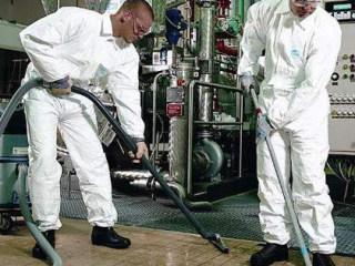 工业清洁服务的个人防护