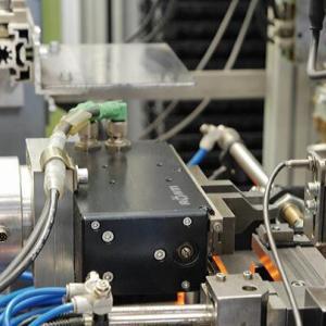 电动夹具可同时完成多个工件夹取