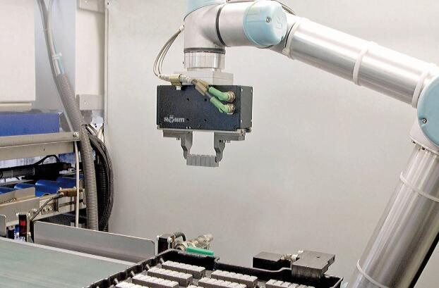 图2 当电动夹具将工件暂时放在接收轨道上,则包装整个系列工件并将其摆放在一个预先准备好的发货托盘上