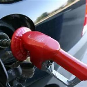 为什么你的汽车油箱在左边,别人的却在右边呢