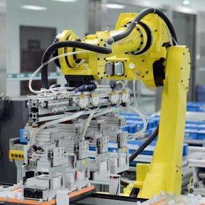 工业机器人产业强势崛起 亟需安全与人才两手抓