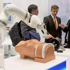 KUKA医疗机器人组件LBR Med正式通过认证