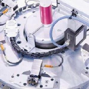 试验台上的机电一体化夹具
