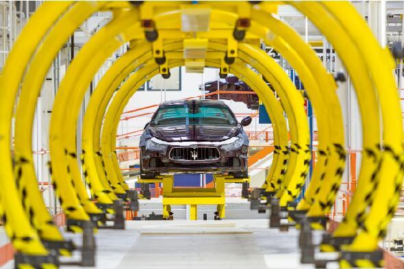 """在意大利的马赛拉蒂汽车公司,能源和资源效益对市场竞争起着决定性的作用:""""由于采用了制造执行系统(MES),该公司在产品保持高质量的前提下比以前多生产3倍的小客车。"""""""