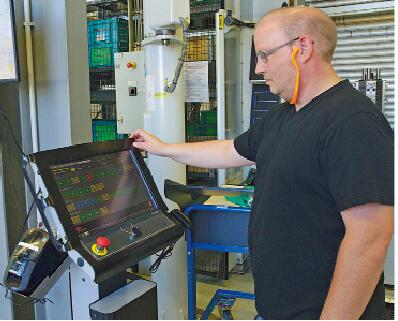 该生产管理系统依据现实的合同定单-和全部为此所需要的现有资源来规划生产