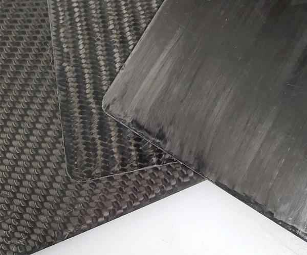 8575级别的材料采用了一种 3K 丝束的三轴编织物,并在50%重量百分比时提供33090 MPa的拉伸模量。8585级别采用一种12K丝束的双轴向织物,并在55%重量百分比时提供55150 MPa的拉伸模量。8595级别的材料采用60K的单向丝束,并在55%重量百分比时提供99300 MPa的拉伸模量(图片来自A. Schulman Inc./ Quantum复合材料有限公司)