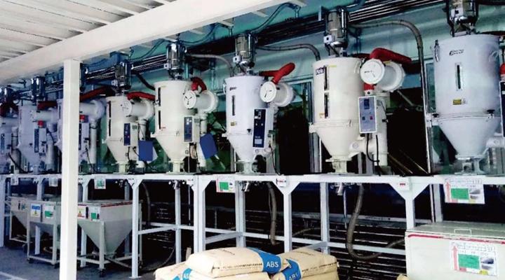 9台干燥机的主原料由大料仓供给