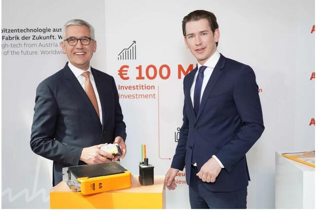 当地时间4月6日,ABB首席执行官史毕福(左)与奥地利总理塞巴斯蒂安·库尔茨(右)共同出席在林茨举行的记者招待会