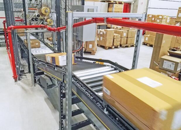 Stöcklin公司的系统解决方案提供了3万个标准纸箱储存架口,每小时的出入库吞吐量为1500标准纸箱