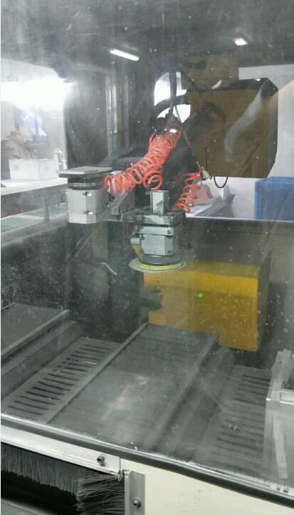 电脑面板素材自动化打磨方案