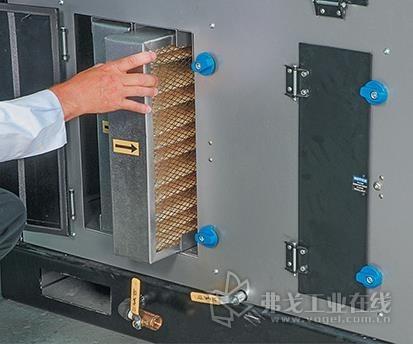 更换过滤器是干燥机维护计划中的重要组成部分。图中所示是Novatec轮式干燥机中的一个过程过滤器