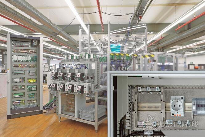 这一代带有各种不同外形尺寸插头的插座适用于世界范围内的开关箱和基础设施