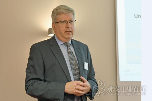 Christopher Ganz博士