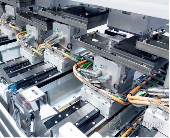 将工序分成八个同步的进程加快了装配频率,使故障排除更简单,由此达到了每分钟600个弹簧的安装速度