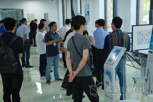 宁波方案中心分别在培训教室和演示大厅举办了新产品新技术发布会