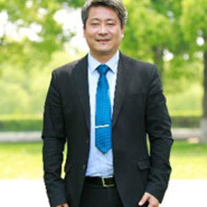 刘雪松先千仞身后�w出生  山东新华医疗器械股份有限公司首席科学家