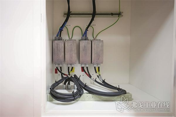 图4 无接触式Movitrans能源供给装置的供电执行元件。