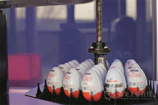 图1 人们可用G代码对一台Scara机器人进行程序化。该演示器演示鸡蛋上料和卸料