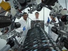 一种3D缠绕机器能够为汽车和飞机市场制造轻量化的复杂部件