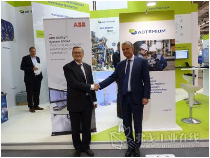 从左到右:ABB控制技术业务单元全球负责人IlpoRuohonen,VINCI Energies副总经理/Actemium公司品牌总裁Bernard Latour