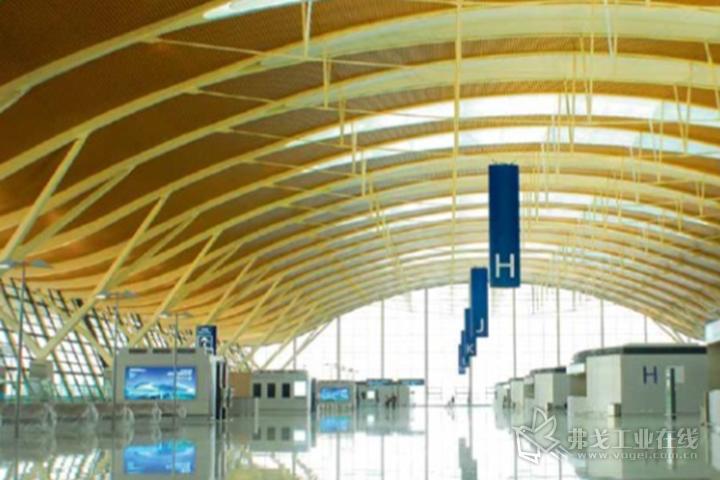 上海浦东机场T2航站楼的指示牌就采用了这一材料采用了PLEXIGLAS®宝克力® Endlighten T