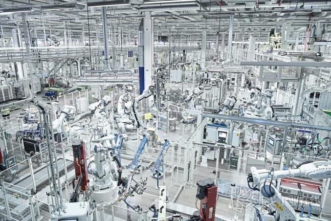 未来工厂的厂房:在Oskarshamn(瑞典)Scania厂房内有超过283台高科技机器人协助生产