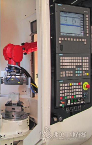 图 4 在 Sinumerik 的 CNC 数控程序中集成了机 器人机械运动程序段之后,既提高了生产能力 又提高了切削加工机床的灵活性,能够加工出 最高精度和质量的零件