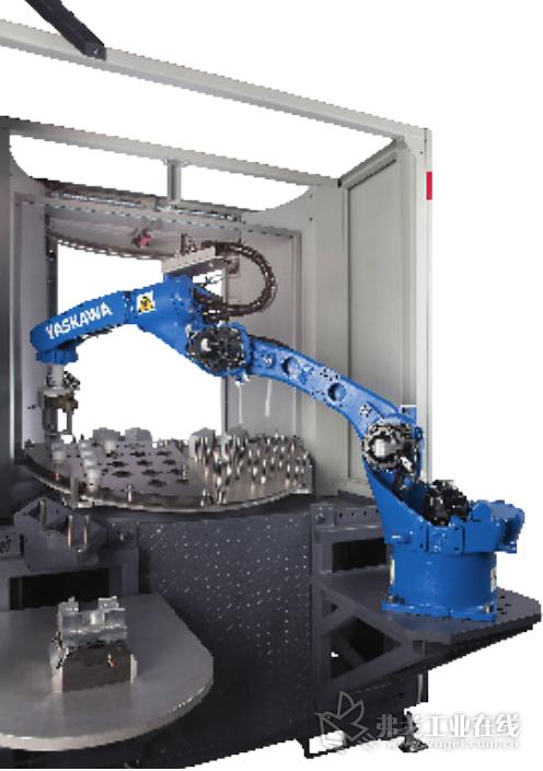 图示 细长的结构使 Yaskawa 机器人能够在狭小的空间中使用,并完成金属加工机床的上下料的任务