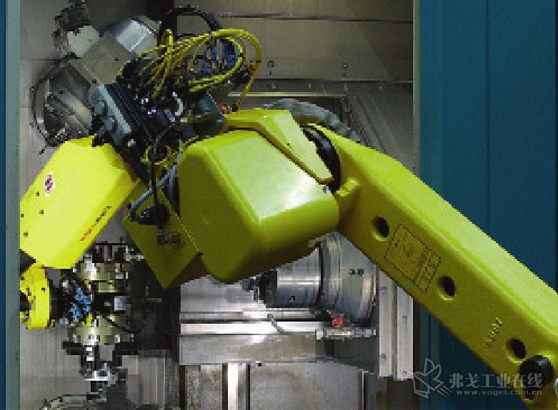 图 3 在零件加工的同时机器人从托盘上拿起了另一个毛坯。在零件加工结 束后,机器人用软爪将加工后的成品取出,放入新的毛坯