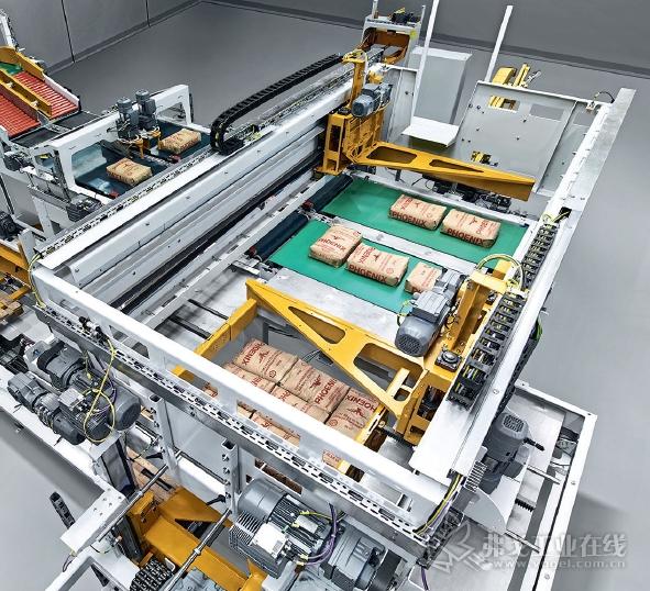 Paletpac码垛机可以集成到高性能包装线中使用,高效的完成高敏感性和高品质产品的码垛