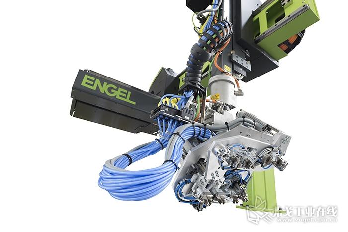 Multidynamic软件有助于恩格尔viper 机械手运行的速度和加速度与当前负载相适应,从而实现卓越的动态性能。新的Multidynamic软件不仅能优化作为负载函数的线性轴的速度,还能优化作为负载函数的旋转轴的速度