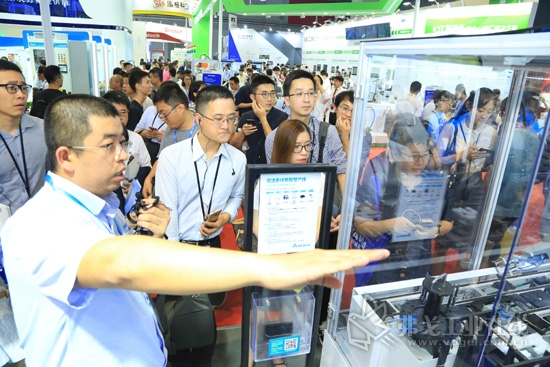 图3 台达在2018工博会上的展出的智能工厂解决方案不断吸引众多业界观众前来参观、交流。