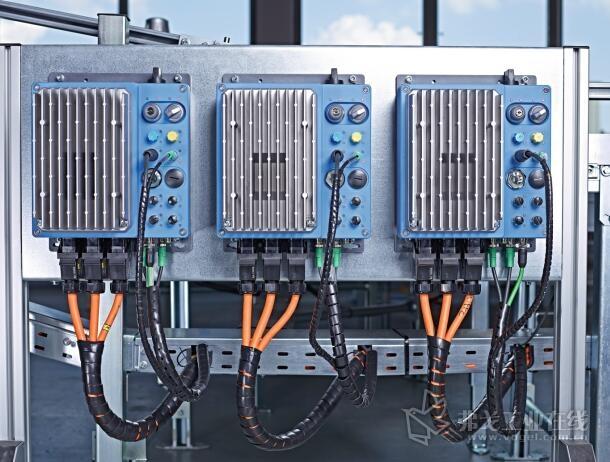 借助于集成的PLC,驱动器的现场分配装置可自主完成任务和评估信号,以识别局部差错