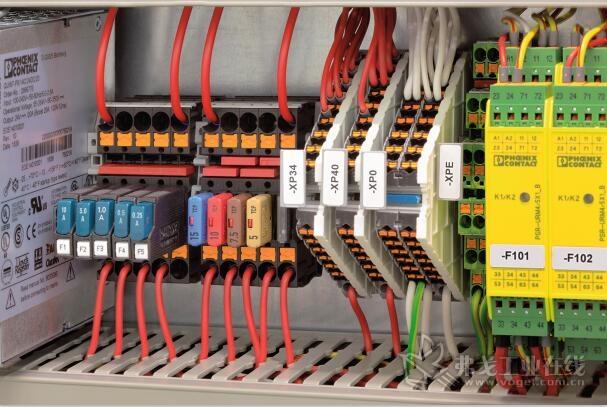 图2 无论是热设备保护开关还是传统的汽车的保险丝:采用推入式连接保险丝接线端子均应能很好的保护设备