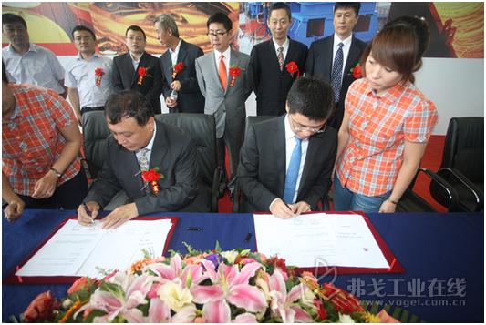 哈广旺董事长杨胜利与壳牌工业润滑油销售总经理陈斌签署合作协议